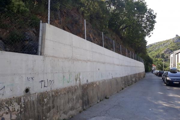 Sanacija nogostupa, stepeništa i zidova u Obrovcu